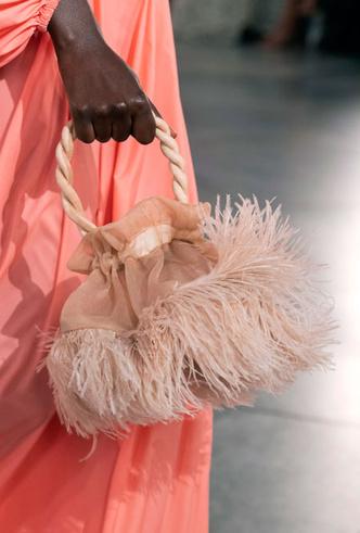 Фото №11 - Самые модные сумки весны и лета 2020