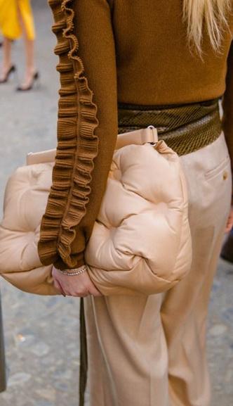 Фото №9 - Дутая сумка— самая уютная сумка этой осени 👜🍂