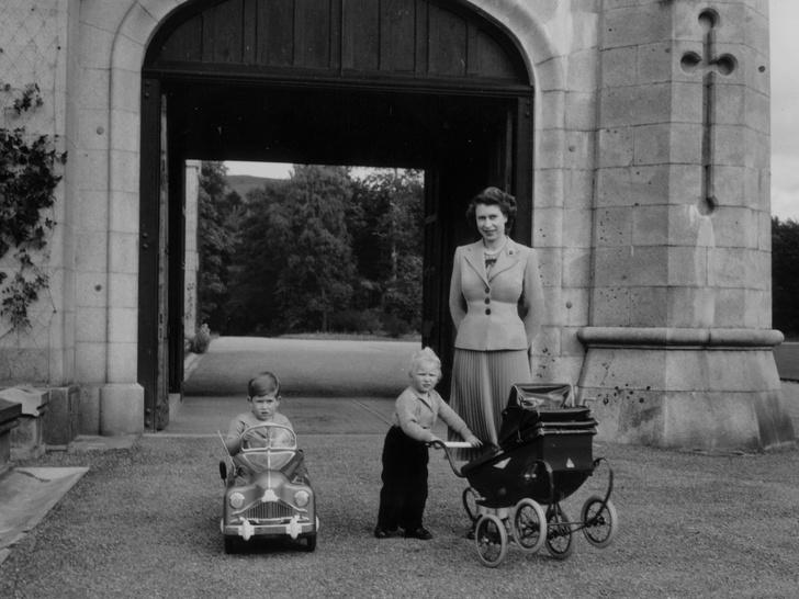Фото №3 - «Слишком занята»: почему Меган отказалась приехать на каникулы к Королеве