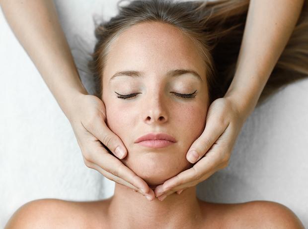 Фото №1 - Эстетическая остеопатия: как заменить ботокс и гиалуроновую кислоту