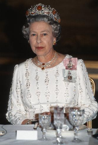 Фото №4 - Талисман Ее Величества: какое украшение защищает Елизавету от негатива
