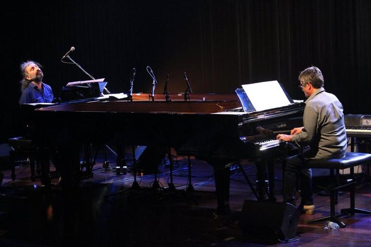 Фото №1 - Пианисты-виртуозы Чано Домингес и Стефано Боллани выступят в Доме музыки