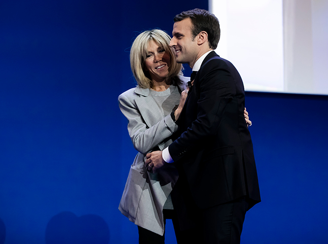 Фото №2 - Брижит Макрон: женщина, стоящая за президентом Франции