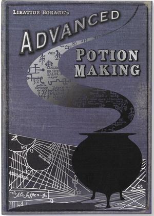 Фото №8 - Гермиона одобряет: 10 самых важных книг вселенной «Гарри Поттера»