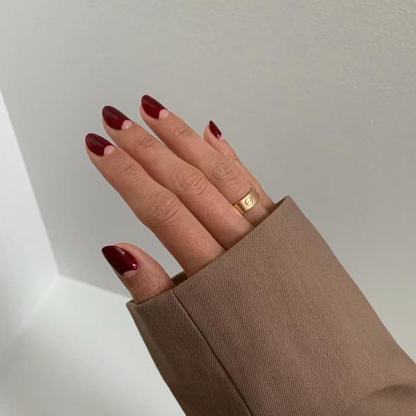 Фото №1 - Вишневый маникюр: осенний тренд, который подходит для ногтей любой длины