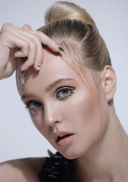 Фото №2 - Несколько интересных весенних трендов в макияже от Dessange