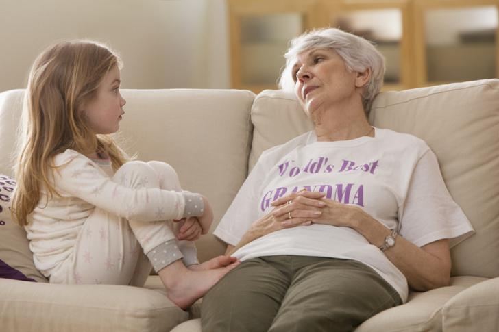 Фото №1 - «Дочь тянется к бабушке, а ее внучка только раздражает»