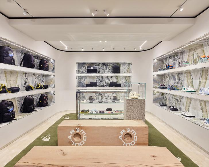 Фото №6 - Первый бутик Off-White в Милане