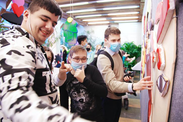 Фото №3 - В музее-заповеднике «Царицыно» открылась инклюзивная выставка «Искусство быть рядом»
