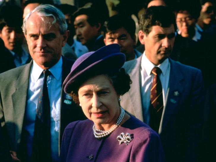 Фото №1 - Злой гений поневоле: как один из самых близких людей Королевы едва не разрушил ее репутацию