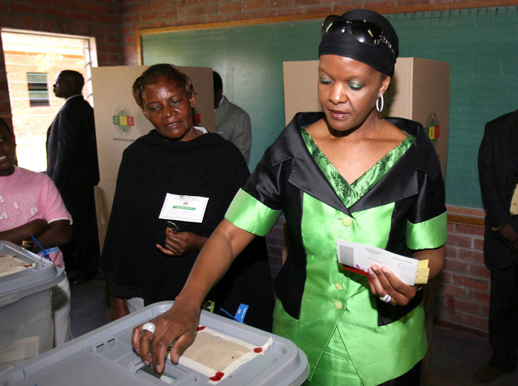 Фото №5 - Из первой леди в изгои: как Грейс Мугабе стала врагом своего народа