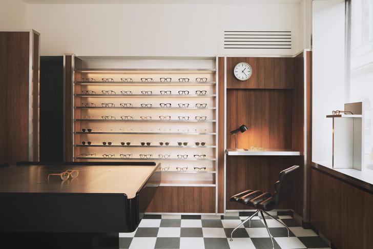 Фото №1 - Бутик оптики с винтажной мебелью в Лондоне