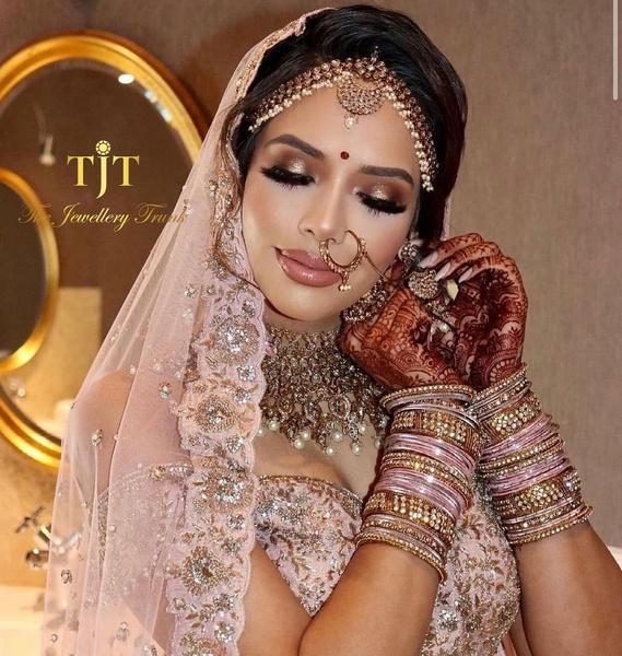 Фото №3 - 16 процедур, без которых индийскую невесту не выдадут замуж