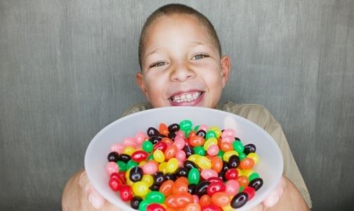 Фото №1 - С детских сайтов исчезнет реклама шоколадок и газированных напитков
