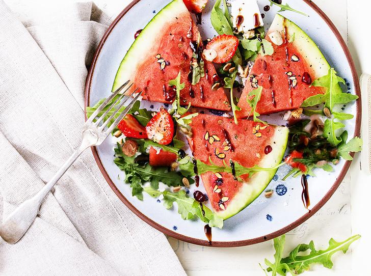 Фото №1 - Как приготовить летний салат с арбузом
