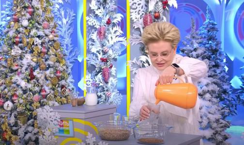 Фото №1 - Елена Малышева: Чтобы похудеть за 5 дней до Нового года, надо чередовать огурцы с кефиром