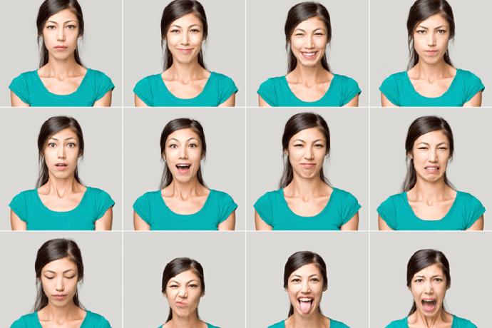 Девушка изображает разные эмоции