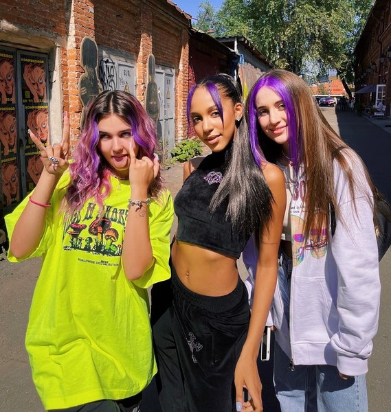 Фото №2 - Захотелось перемен: все участники XO team перекрасились в фиолетовый 💜