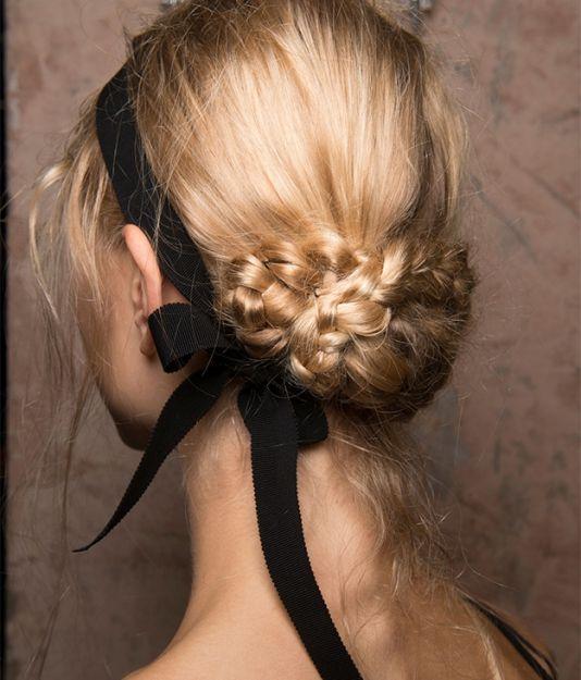 Фото №7 - Соберите волосы: 10 простых причесок для жары