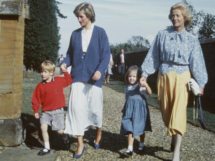 Фото №3 - Последняя капля: как свадьба с Чарльзом разрушила отношения Дианы с матерью
