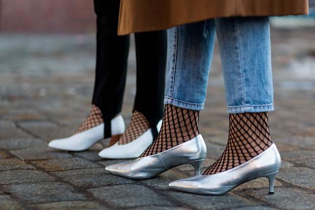 Фото №7 - Мюли, белые ботильоны и ugly shoes: 6 видов обуви на весну