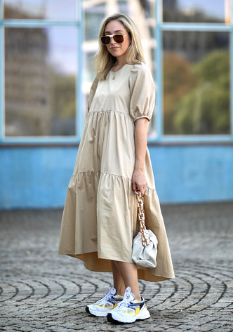 Фото №3 - Какие платья можно носить с кроссовками: советы стилиста
