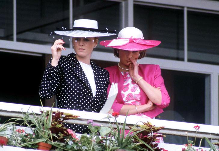 Фото №2 - Неподражаемая Ферги: эволюция стиля Сары Фергюсон— непризнанной модной иконы Виндзоров