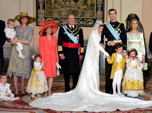 Фото №61 - Самые трогательные моменты королевских свадеб (о Гарри и Меган мы тоже не забыли)