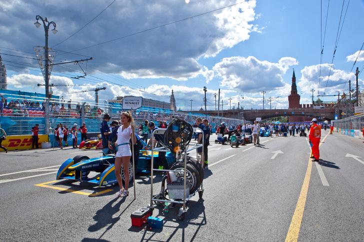 Фото №3 - Автогонки будущего: в гостях у Jaguar Racing на «Формуле E»