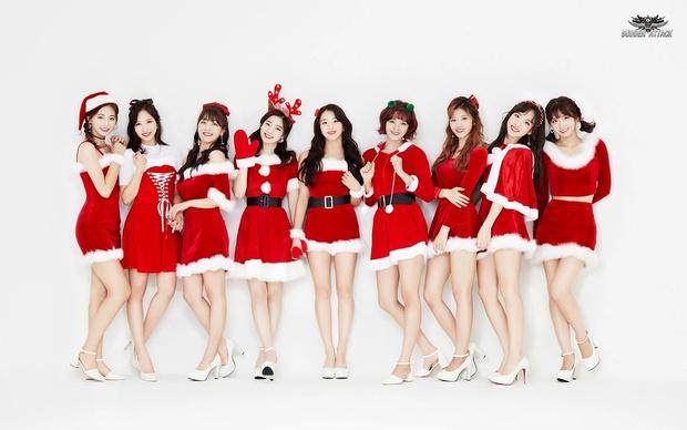 Фото №1 - Санта в шоке: Самые зажигательные рождественские наряды k-pop айдолов