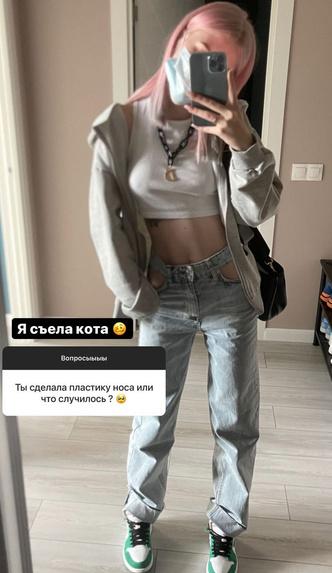 Фото №3 - Диана Астер показала как носить джинсы с вырезанными карманами 👖