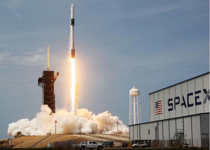 Фото №1 - Первый в истории частный пилотируемый полет к МКС прошел успешно