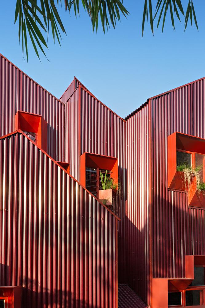 Фото №2 - Яркий пансион на острове Ява по проекту Ismail Solehudin Architecture
