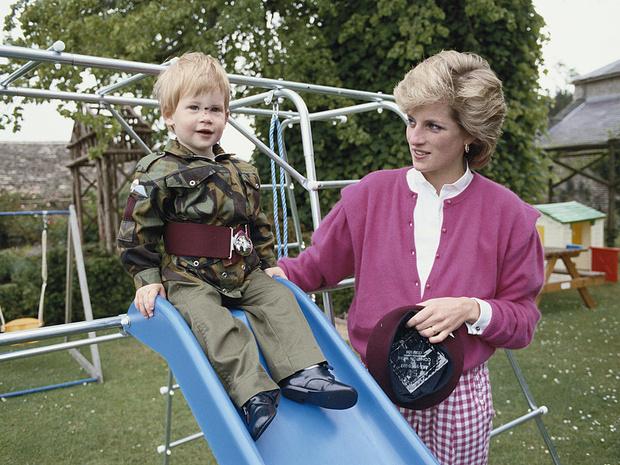 Фото №2 - Предчувствие матери: как Диана предсказала переезд Гарри в США