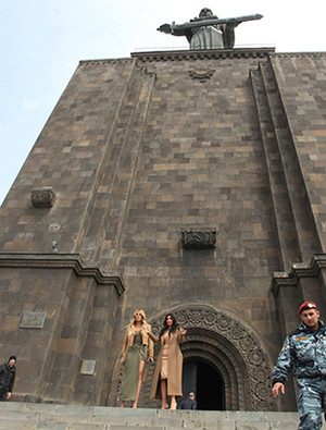 Фото №4 - Ким Кардашьян в Армении