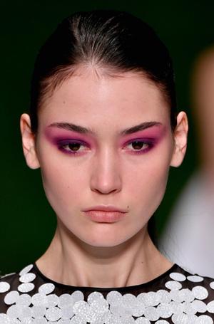 Фото №18 - New pink: 5 трендов «розового» макияжа, которые хочется повторить