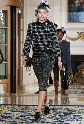 Фото №13 - Показ Chanel Métiers d'Art: возвращение эпохи женственности