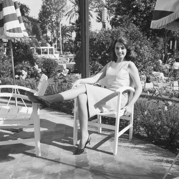 Фото №2 - «Современная Мата Хари»: как 19-летняя танцовщица крутила романы с британским министром и советским шпионом одновременно