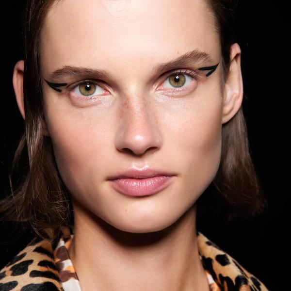 Фото №1 - Бьюти-тренд: новый макияж со стрелками