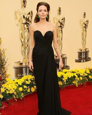 Фото №3 - 5 образов Анджелины Джоли, которые всегда будут в моде