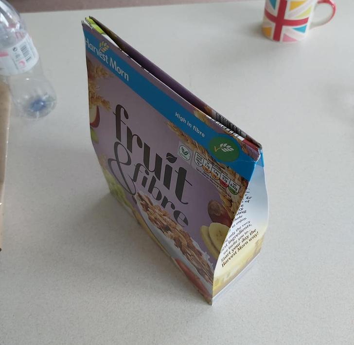 Фото №8 - Британка предложила лайфхак, как правильно закрывать коробки с крупами и хлопьями. Видео набрало 3,5 миллиона просмотров