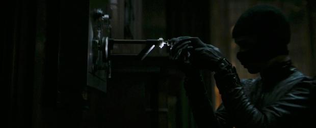 Фото №6 - Новый трейлер «Бэтмена» с Робертом Паттинсоном: 10 деталей, которые ты могла упустить