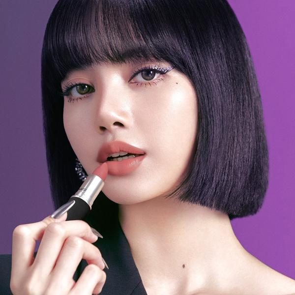 Фото №1 - Лиса из BLACKPINK рассказала о своем отношении к макияжу
