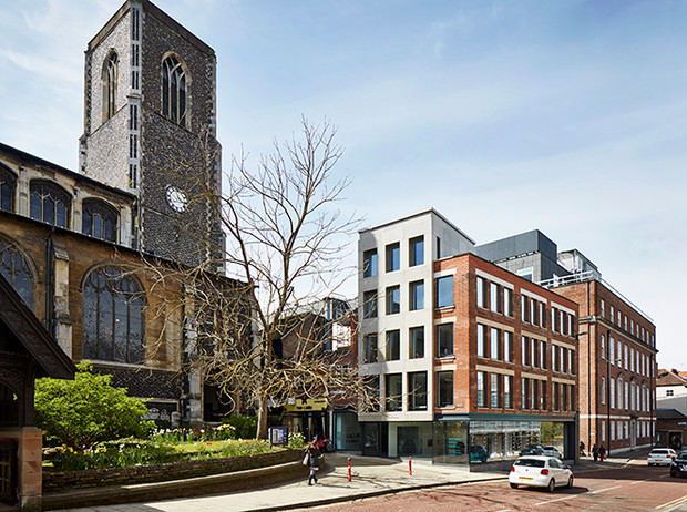 Фото №2 - Где учились принц Уильям, Кейт Миддлтон и Амелия Виндзор: лучшие британские университеты (часть 2)