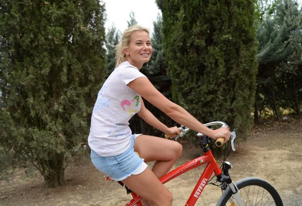 Фото №1 - Юлия Высоцкая приглашает отметить ее день рождения пробежкой в парке