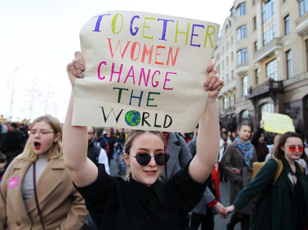 Фото №1 - Бьет – не значит любит: как работают законы о домашнем насилии в разных странах (и почему в России такого нет)