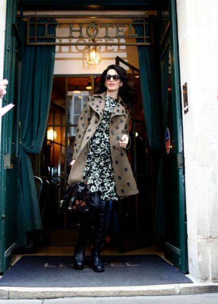 Фото №4 - Всегда безупречна: 11 лучших нарядов беременной Амаль Клуни