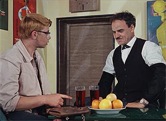 Фото №4 - Сколько сцен сейчас можно вырезать из любой киноклассики: на примере «Кавказской пленницы»