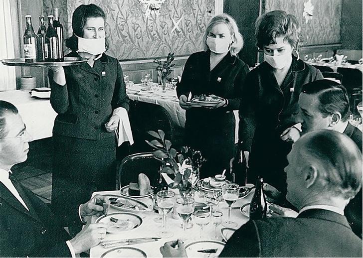 Фото №1 - История одной фотографии: советские официантки в разгар эпидемии, 1969