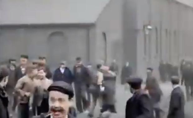 Фото №1 - Первая в истории уличная драка, которая попала на видео